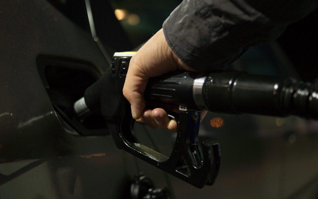 Seguridad y prevención al poner gasolina